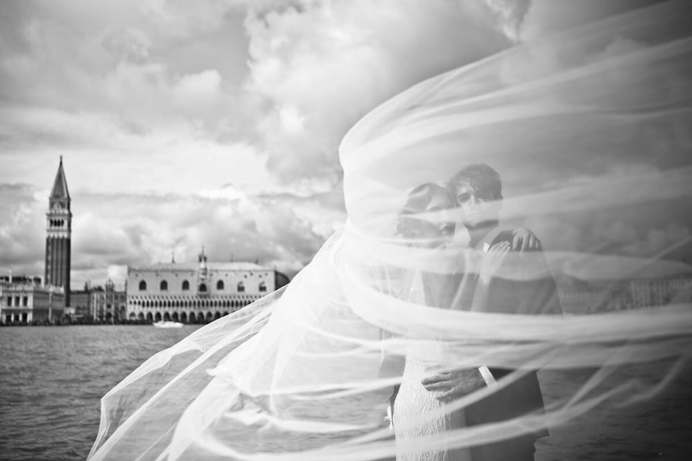 ROMANTIC WEDDING IN VENICE